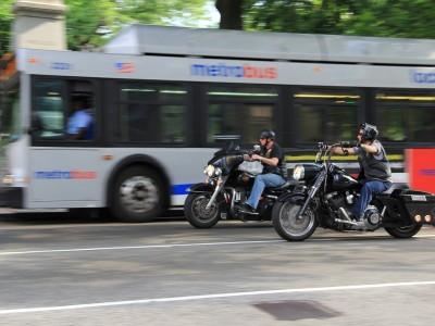 Astuces et conseils pour les jeunes motards : les carrefours en ville