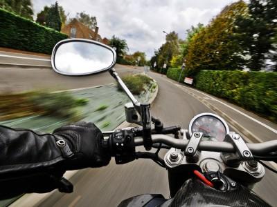 Astuces et conseils pour les jeunes motards : en ville, l'angle mort